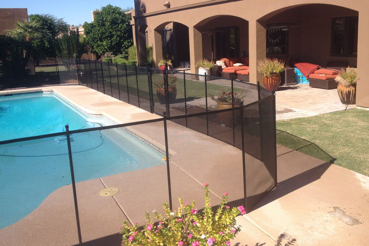 Pool Fence Corner With Self Closing Gate